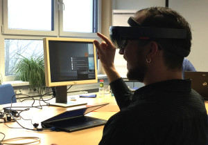 Handsteuerung-Microsoft-Hololens-Augmented-Reality